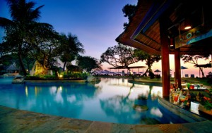 10 Grand Aston Bali Aloha Pool Bar