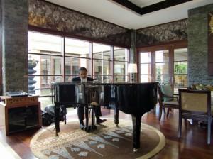 ピアノの生演奏