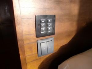 電動式ロールカーテンのスイッチ