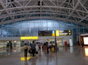 ターミナル入り口