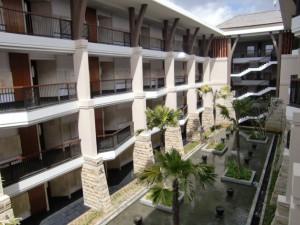 ホテル棟の中庭