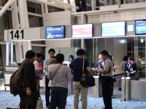 搭乗前最後のパスポートチェック
