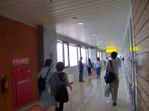 デンパサール空港内2
