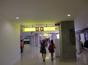 デンパサール空港内4