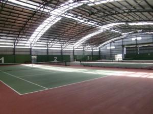 全天候型のテニスコート