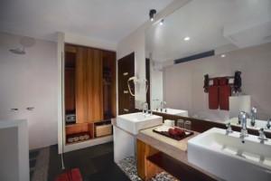 o. Aston Sunset Superior bath room