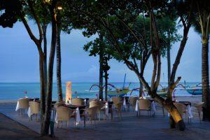 BEACH DINING SET UP